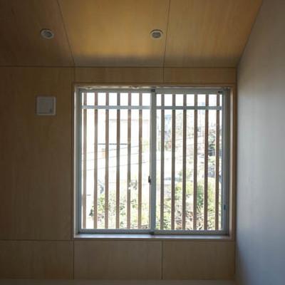 キッチン側としっかりわかれるベッドルーム。※写真は別部屋です。