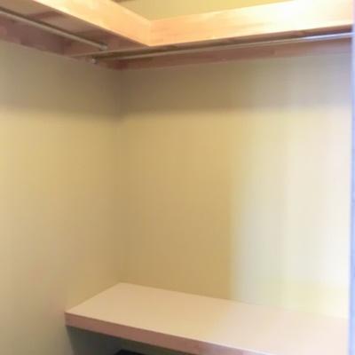 ウォークインクローゼットもありますので、収納は問題ナシ。※画像は別室です