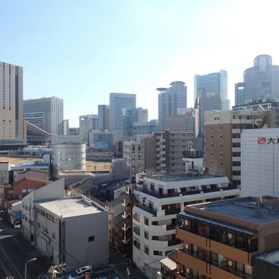 梅田の街がスグ目の前に