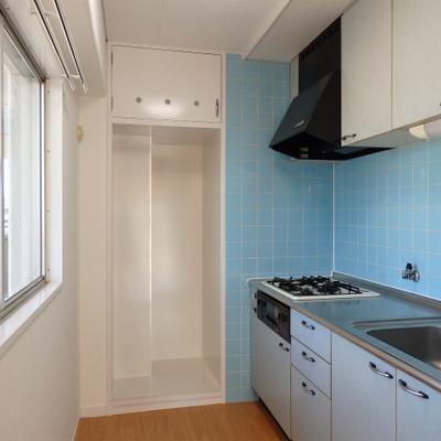 奥のキッチンスペースには、窓が付いており収納のスペ―スも確保できます