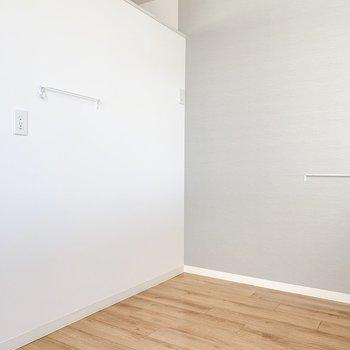 向かいは冷蔵庫や食器棚も置けそうですね。