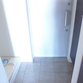 玄関にシューズボックスと、洗濯機置き場!