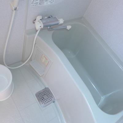 お風呂は十分な広さ!