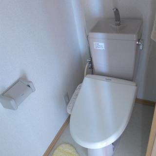 トイレもウォシュレット付き。