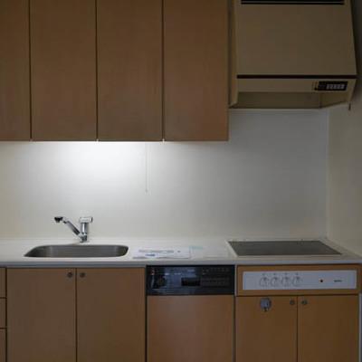 キッチン、なんと食洗機つきです。
