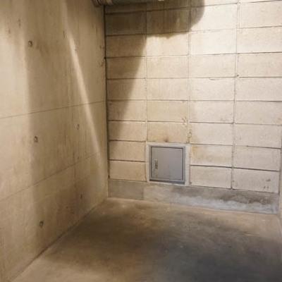 地下1階に1.5帖ほどのトランクルーム!