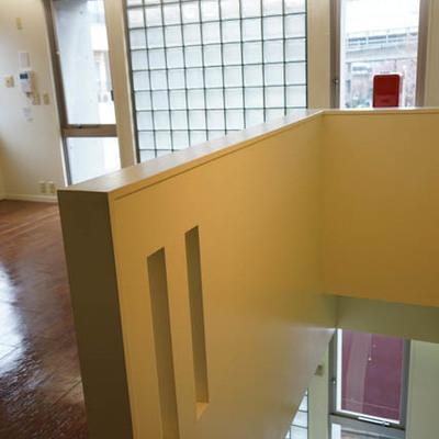 バスルーム専用階まで階段です。