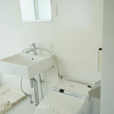 洗面台、トイレ潔いです。※写真は別部屋