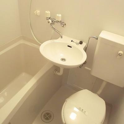 3点ユニットですが、浴槽は狭くないです。