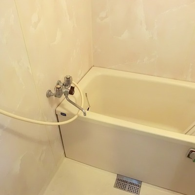 お風呂はちょっとふるいです。