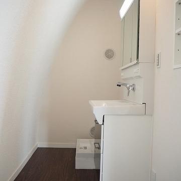 縦長脱衣所と洗面台