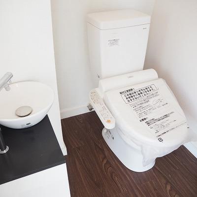 トイレは別部屋