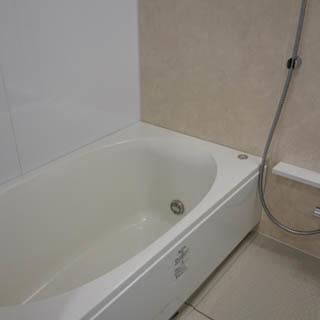 お風呂にはゆったりバスタブ。※写真は前回募集時のものです