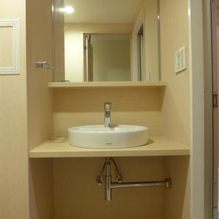 洗面台もピカピカ!収納は下に!※写真は別部屋になります。