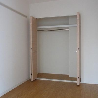 寝室の収納はこんな感じです