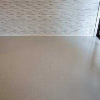 床はPタイル、壁はアクセントクロス