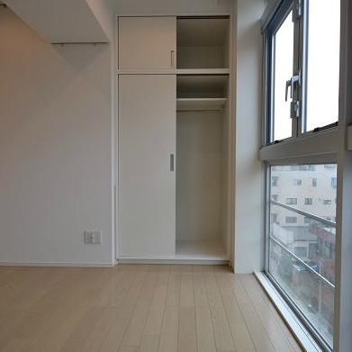床まである窓でより広いお部屋という感覚に!※前回募集時の写真です。