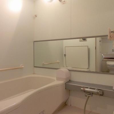 浴室乾燥機のあるバスルーム※前回募集時の写真です。