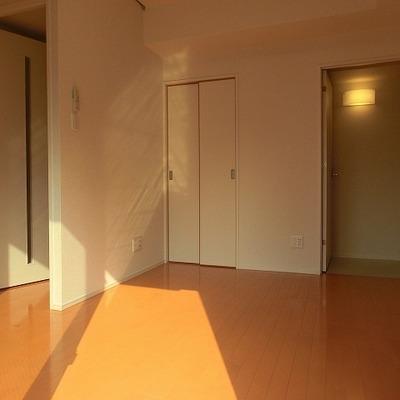 バルコニーから注ぐ光が差し込みます!※画像は別室です