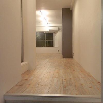 玄関は狭め。※写真は前回募集時のものです。