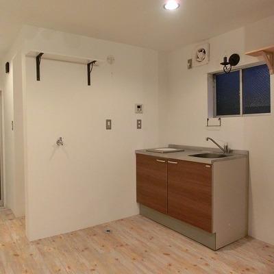 キッチン横は洗濯置き場となります。※写真は前回募集時のものです。