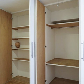 棚つきの収納スペースです。※写真は前回募集時のものです