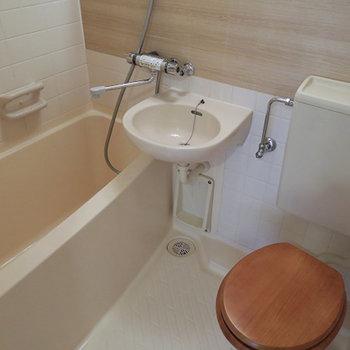 トイレには木製便座を!※写真は前回募集時のものです