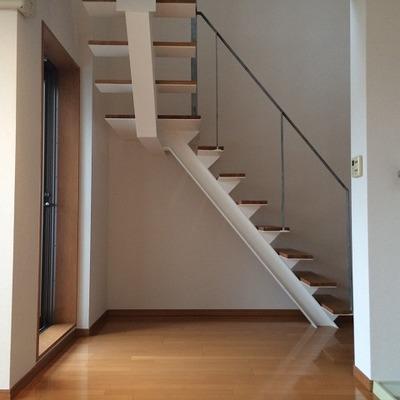 階段は玄関の目の前です