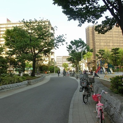 緑広がる駅前
