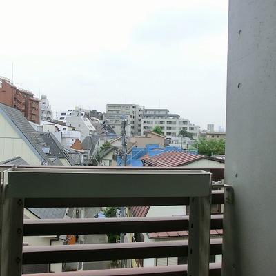 ベランダからの眺めはこのような感じです。