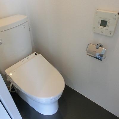 トイレはウォシュレット付です。