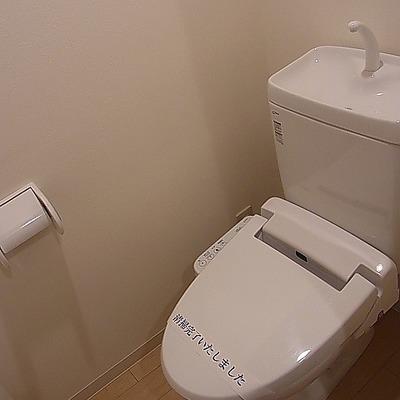 ピカピカトイレ。※写真は別部屋です