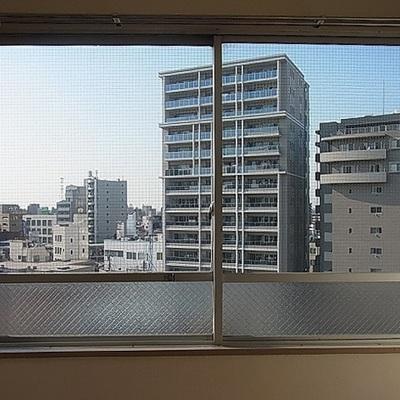 正面の窓からの眺望はこんな感じ。
