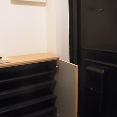 玄関はレトロ感があってかわいいです!