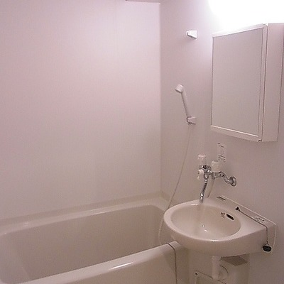 真っ白お風呂。