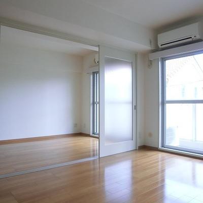 室内はこんな感じ。こちらにもバルコニーあります。