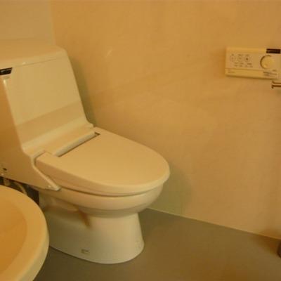 おトイレもシンプル。※写真は前回募集時のものです。
