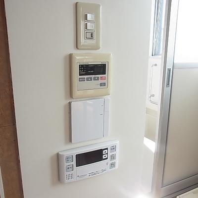 床暖、給湯、浴室乾燥機などやたら機能が揃ってます