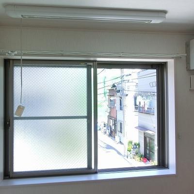 物干はこの窓からとなります。