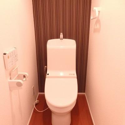 シンプルなトイレですがウォシュレット付き