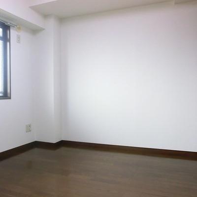 5.5帖の洋室。