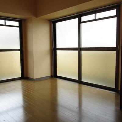 窓が多くて開放感があります。