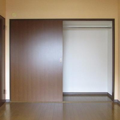 各部屋に収納があります。