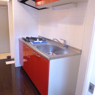 赤のシステムキッチン、2口ガスコンロ!