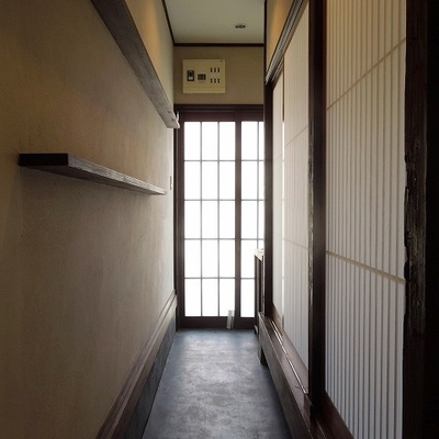 玄関が渋いくて素敵※画像は101のものです。