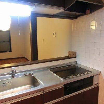 キッチンはきれいにリノベされています