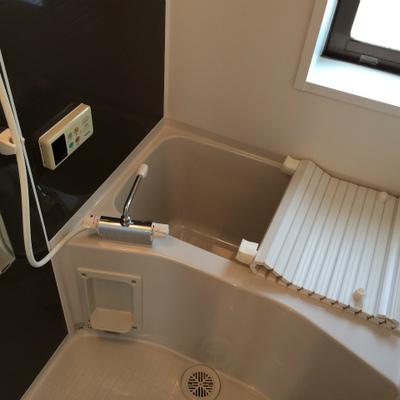 お風呂は新品です。コチラに洗面台が付く2点ユニットです