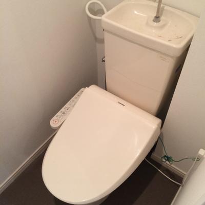 トイレはウォシュレット新設です