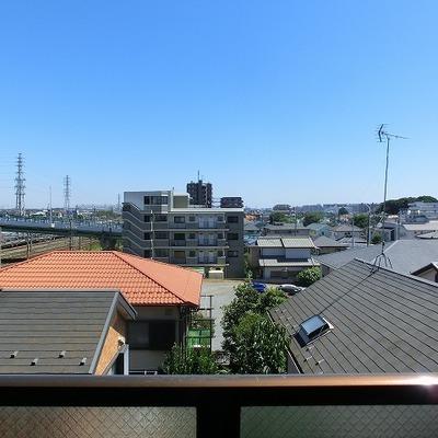 ベランダからの眺めはこんな感じ※写真は403号室