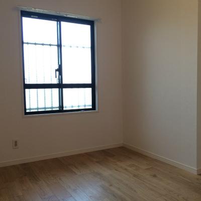 こちらの洋室は書斎によさそうですね※写真は105号室